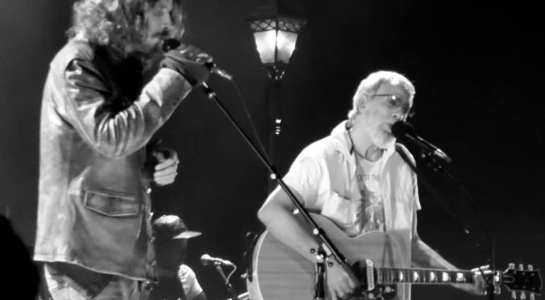 "Yusuf / Cat Stevens w/ Chris Cornell – ""Wild World"", Live"